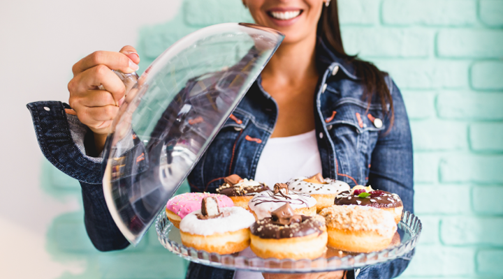 You don't have to let your sugar cravings win! Our tips on how to outsmart your sweet tooth